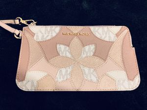 New! Rose Gold Michael Kors wristlet for Sale in Anaheim, CA