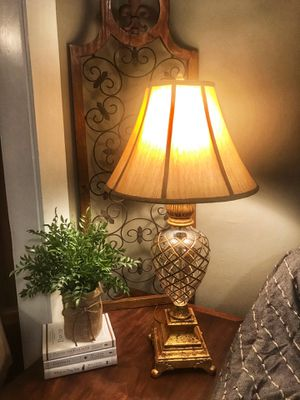 3 Way Glass Pineapple Table Lamp for Sale in Tacoma, WA