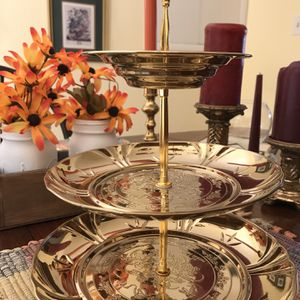 3 Tiered Cake Platters for Sale in Covington, KY