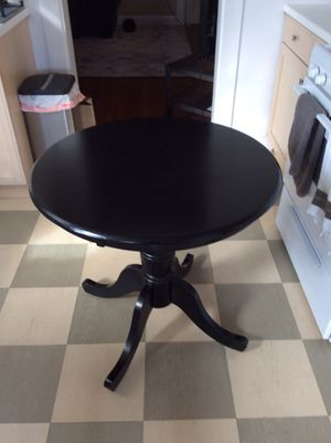 Small round kitchen table for Sale in Chicago, IL