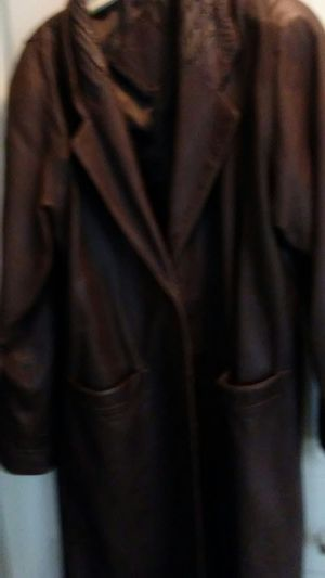DARK BROWN LEATHER COAT for Sale in Columbus, OH