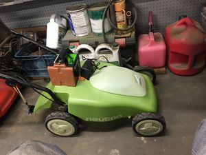 Neutron 5.2 cordless lawnmower for Sale in Torrance, CA