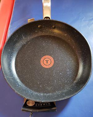 10 in fry pan for Sale in Trenton, NJ