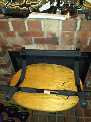 Gold's gym pull bar for Sale in Bonney Lake, WA