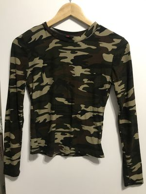 Form fitting camo long sleeve shirt for Sale in Buckeye, AZ