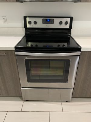 Whirlpool Electric Stainless Steel Stove for Sale in Sunrise, FL