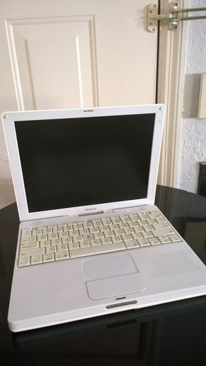 Apple laptop ibook G4 white with charger for Sale in Orlando, FL
