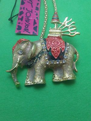 Jeweled India Elephant Necklace NEW!!! for Sale in Columbus, OH