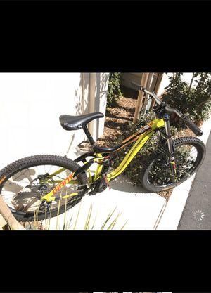 Giant Glory Dh mountain bike for Sale in San Dimas, CA