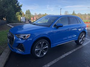 Audi Q3, 2019 ( 4 months old with 430 miles ) Clean title for Sale in Aloha, OR
