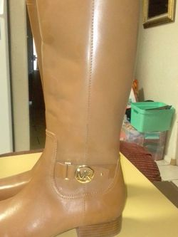 MICHAEL KORS BOOT for Sale in Tolleson,  AZ