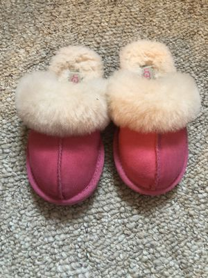 Toddler size 10 UGG slippers for Sale in Easley, SC