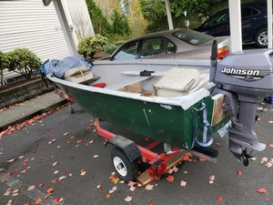 12ft lake boat w/ 8hp for Sale in Puyallup, WA