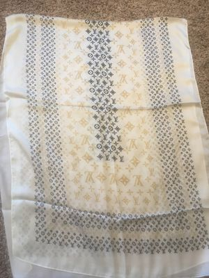 NWT authentic Louis Vuitton Paris giant pop monogram silk scarf for Sale in Montvale, NJ