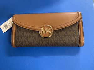 Micheal kors Brown Wallet for Sale in Memphis, TN