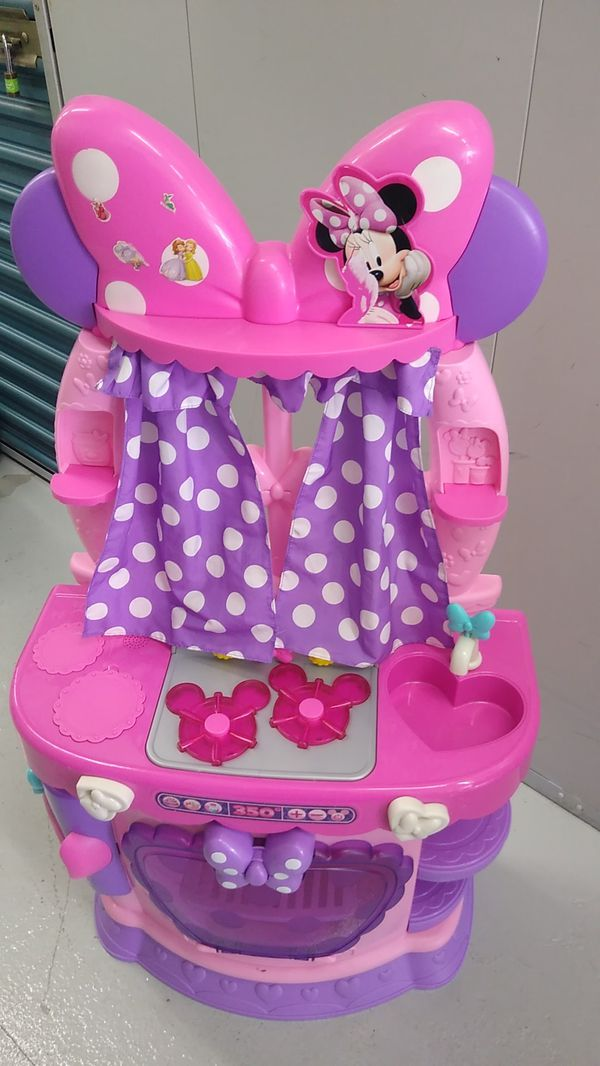 Girl play kitchen $20 or offer