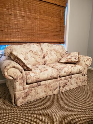 Love Seat for Sale in Tinton Falls, NJ