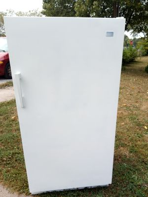 Whirlpool stand up freezer 115 Volts for Sale in Noblesville, IN