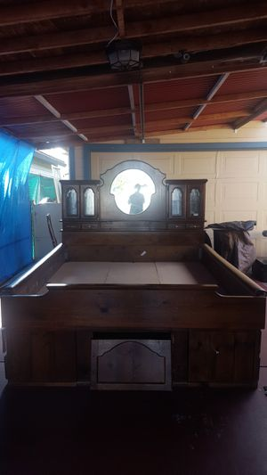 King size bed with drawers for Sale in Sunnyvale, CA
