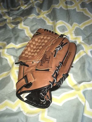 New Baseball Glove for Sale in St. Louis, MO