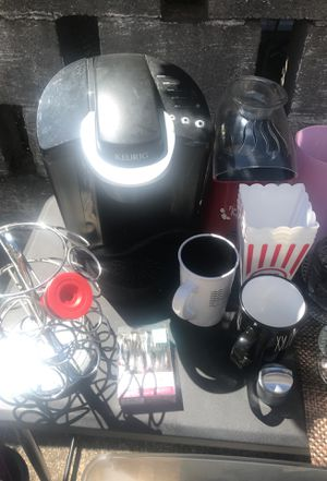 Kerrigan plus stand and mugs / Popcorn air popper for Sale in Tacoma, WA