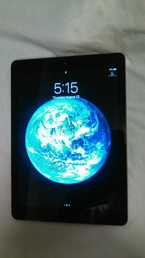 Apple iPad (6 Generation) 32GB WiFi Screen Mirroring for Sale in Seattle, WA