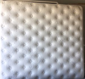 Hybrid-KINGSIZE MATTRESS & BOX SPRINGS for Sale in Avondale, AZ