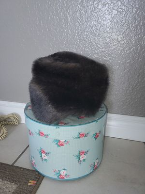 Vintage Fur Hat, Satin Foral Lining in Hat Box for Sale in San Diego, CA