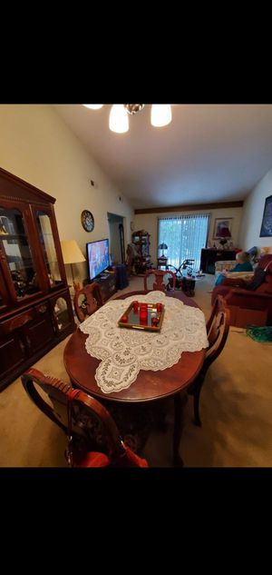 Queen ann dinning table and chairs for Sale in Fort Wayne, IN