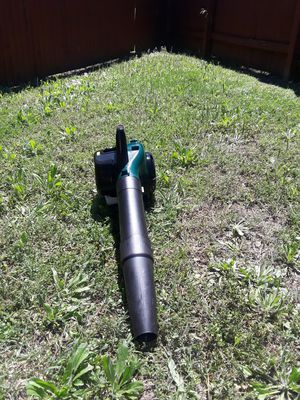 Bolens gas power leaf blower for Sale in San Antonio, TX