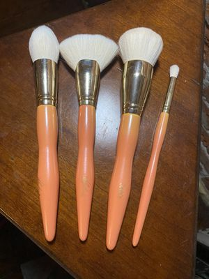Makeup brushes for Sale in Orange, CA