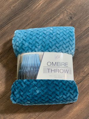 Brand new plush ombre throw for Sale in Conroe, TX
