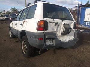 RAV4 2000 for parts for Sale in Opa-locka, FL