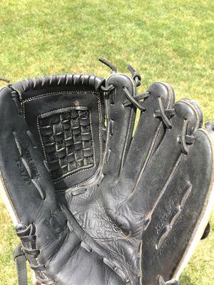 Louisville Slugger Xeno girls Fastpitch Softball glove mitt for Sale in Tinley Park, IL