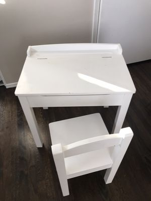 Melissa and Doug school desk and chair for Sale in Torrance, CA