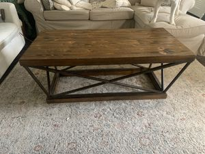 Coffee table for Sale in Palm Beach Gardens, FL