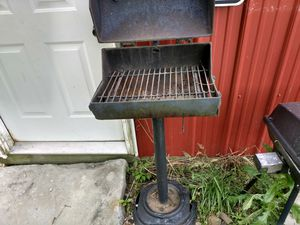 Nice camp grill for Sale in Claysville, PA