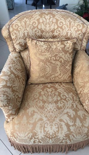 Antique cushioned chair for Sale in Las Vegas, NV