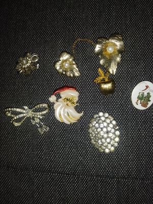 Vintage brooches Lot 2 for Sale in Seattle, WA