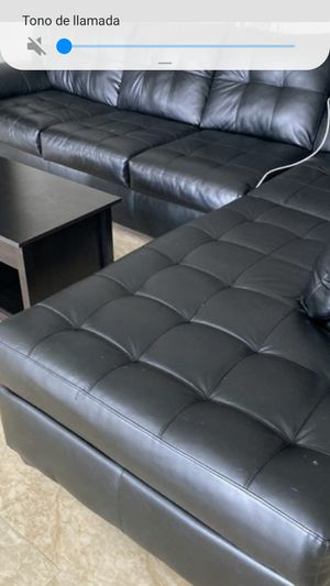 SECTIONAL COUCH BLACK. DELIVERY FREE for Sale in Miami, FL