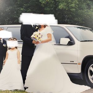Wedding Dress And Flower Girl Matching dresses for Sale in Philadelphia, PA
