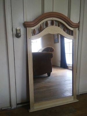 3 1/2 foot tall mirror for Sale in Fresno, CA