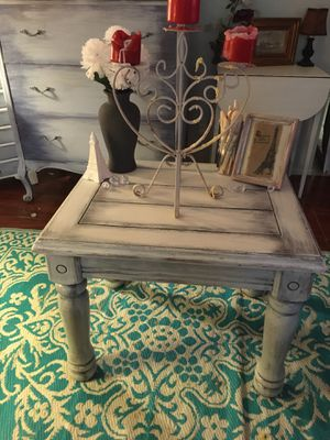 Shabby chic end table for Sale in Clearwater, FL