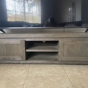 Wood TV stand For 75in TV for Sale in Miami, FL