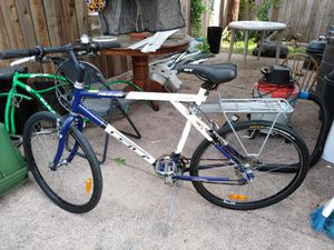 Road bike GT for Sale in Gardena, CA