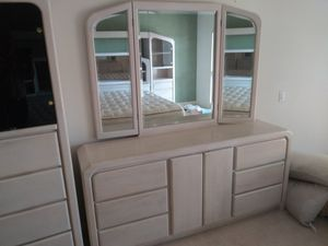 DRG ESTATE SALES.........DRESSER W/ 3 MIRRORS for Sale in Palm Desert, CA