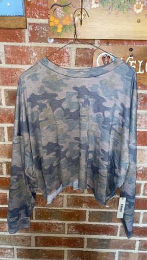 Cropped Camo shirt for Sale in Orland Park, IL