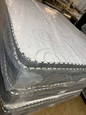 Pillow top mattress and box spring for Sale in Bristol, IL