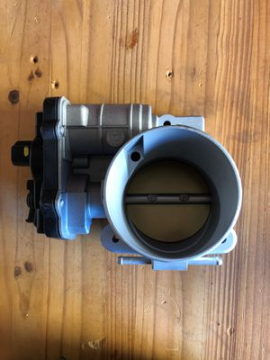 5Throttle Body Value for 2004 Chevy Suburban 1500 2500 Avalanche Tahoe 5.3L for Sale in San Diego, CA