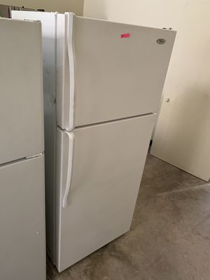 WHIRLPOOL WHITE TOP FREEZER FRIDGE for Sale in Anaheim, CA